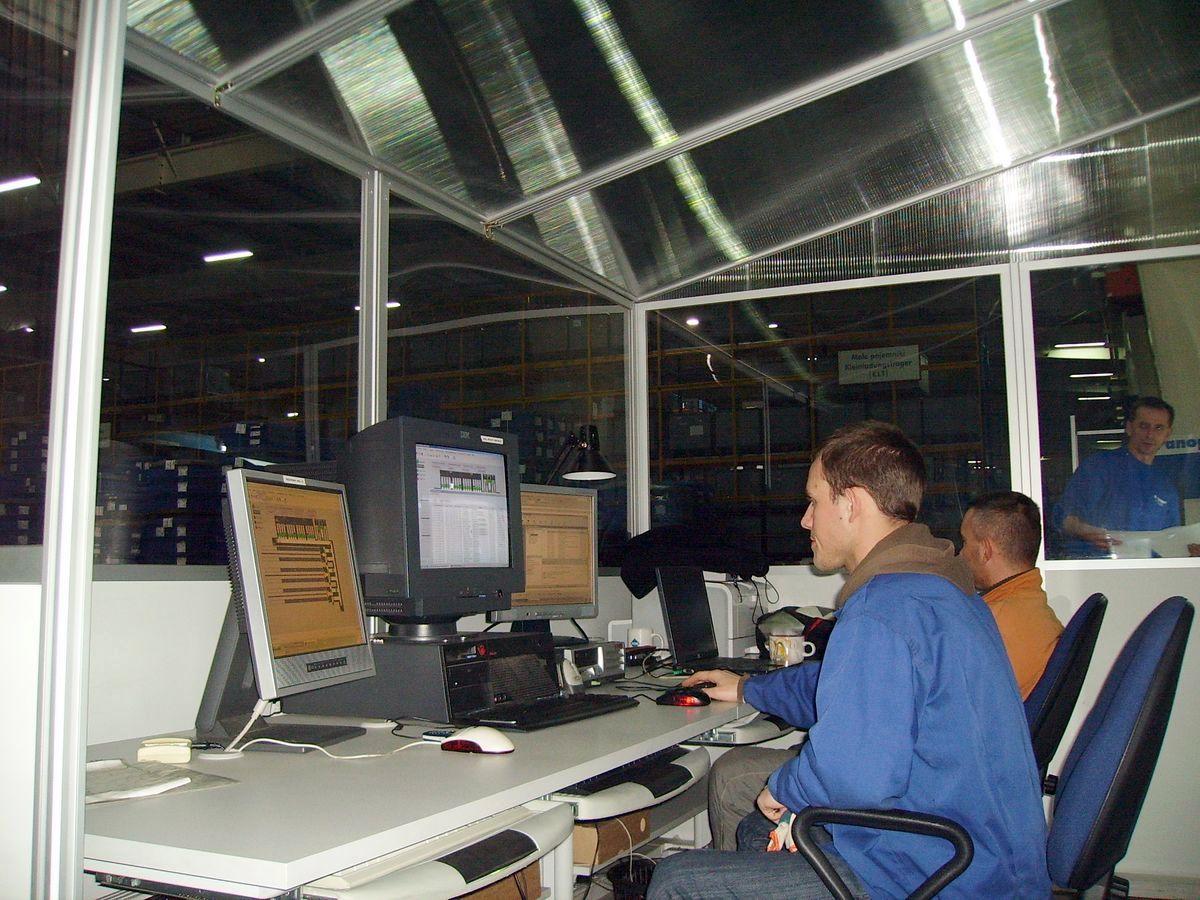 Zabudowa stanowisk komputerowych
