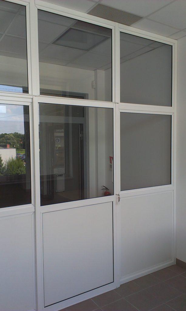 Szklana ścianka w profilach aluminiowych