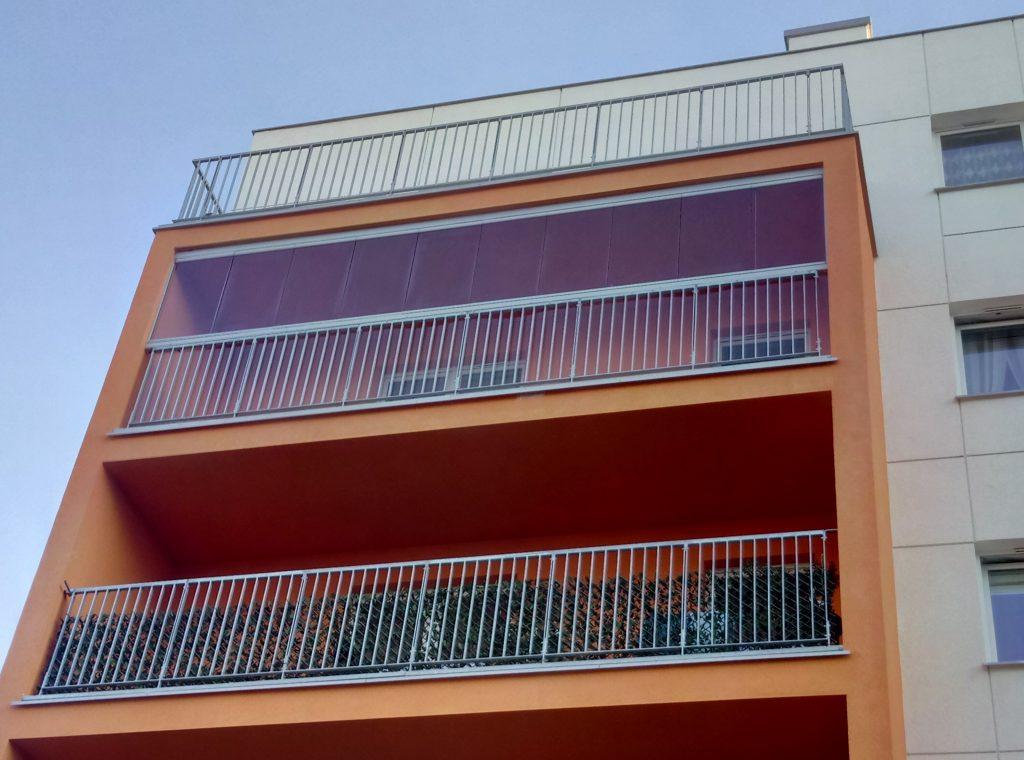 Zabudowa bezramowa balkonu.